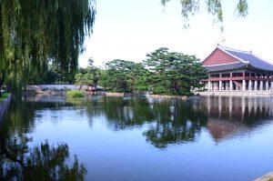 韓国旅行の王道の観光、景福宮(キョンボックム)